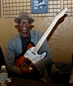 Keb Mo with the KVBA Raffle Guitar